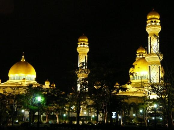 traveling to Brunei - Jame'Asr Hassanil Bolkiah Mosque