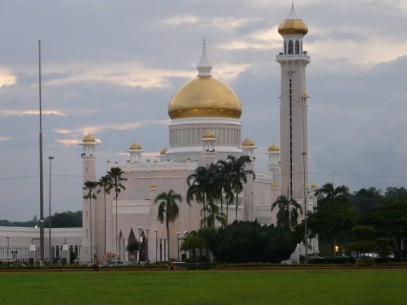 traveling to Brunei - Omar Ali Saifuddien Mosque