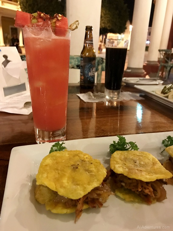 where to eat in Granada, Nicaragua - Spanglish Craft Cocktail Bar