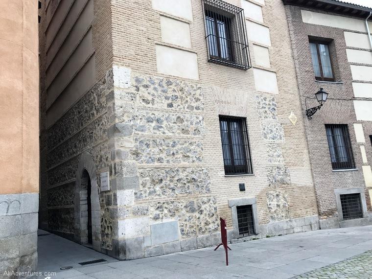 how to find nun cookies in Madrid - Madrid Plaza de la Villa - alley to nun cookies