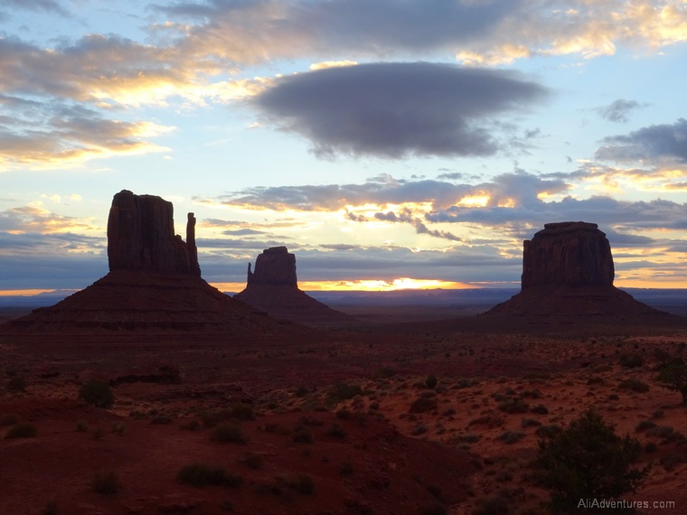Monument Valley camping sunrise