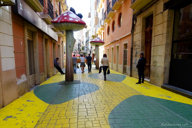 how much does it cost to go to Alicante Spain - Calle San Francisco